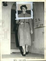 1937 Press Photo Mrs Noonare as she exits a building - sba18876