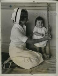 1935 Press Photo Nurse Leroux helps Yvonne find she is 29 inches tall