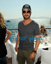 GERARD BUTLER HANDSOME BEARDED candid photo at ocean 142