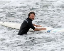 GERARD BUTLER sexy in tight surfer wetsuit candid photo #6 in SURF L176