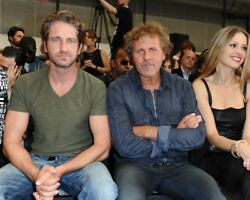 GERARD BUTLER candid photo in v neck with girlfriend and .. L176