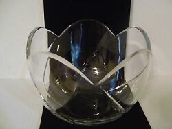 LARGE CONTEMPORARY CRYSTAL BOWL LARGE SCALLOPED RIM WITH LARGE CURVED CUTS $9.99