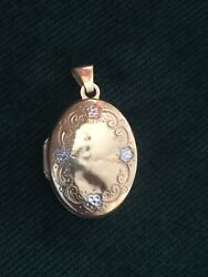 9kt Gold Locket Pendant Hallmarked 375 Silver Colour Flowers Vintage Pretty Oval