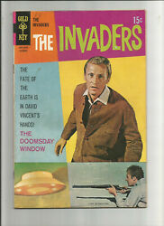 the INVADERS. #4 from 1968. TV-photo cover.!! Ray Thinnes. COOL SCI-FI.!!! $4.95