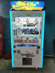 Commercial Key Master Shoe Vending Machine. Comes come with all items inside.