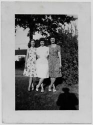 OLD PHOTO AFFECTIONATE WOMEN WEARING DRESSES PHOTOGRAPHERS SHADOW WW2 1940S $8.00