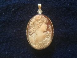 Fine vintage cameo pendant with flaw diamond
