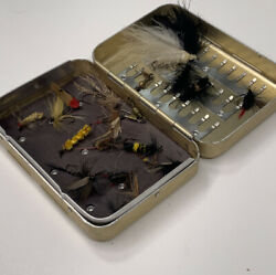 Vintage Perrine #69 Magnetic amp; Clip Aluminum Fly Box with 20 flies $40.00