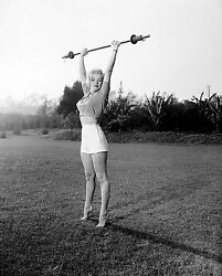 MARILYN MONROE 8x10 PICTURE SEXY LIFTING WEIGHTS PHOTO