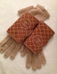 New & Authentic CHANEL 'CC' Logo Beige Cashmere & Fur Shearling Gloves