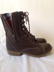 Womens Boots Size 8 $25.00