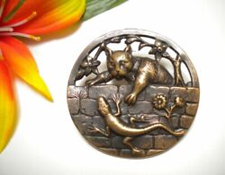LG ANTIQUE BRASS CAT PLAYS WITH LIZARD ON WALL OPEN WORK METAL PICTURE BUTTON $32.50