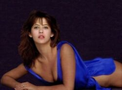 SOPHIE MARCEAU ON THE FLOOR WITH A BLUE DRESS ?? SEXY POSE $1.50