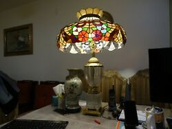 Collectible crystal desk lamp with Tiffany style stained glasses lamp shade