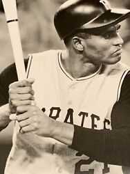 Roberto Clement #21 Classic Batting Stance For The Pirates $3.95