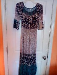 Womens maxi dress size 1x. Attractive blend of design and color. $16.40