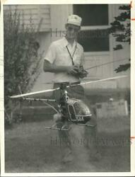 1984 Press Photo Charles Coe Flies Remote Helicopter Toy sya98117 $10.00