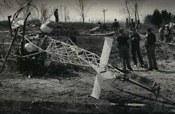 1992 Press Photo Authorities at the helicopter crash site in the town of Ottawa $19.99