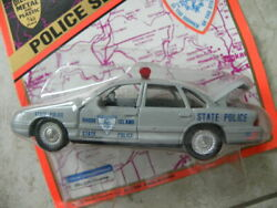 RHODE ISLAND STATE POLICE CROWN VICTORIA 1995 ROAD CHAMPS POLICE SERIES 1:43 $6.99