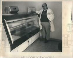 1973 Press Photo Irving Alperstein Steak Place Low Supply Of Meat RSH07021 $19.99