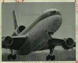 1978 Press Photo Large plane with its landing gear down during takeoff $19.99