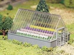 BACHMANN PLASTICVILLE GREENHOUSE with FLOWERS O GAUGE BUILDING KIT