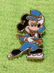 NICE RARE VINTAGE DISNEY MICKEY MOUSE TOP HAT ON SKATES HINGED PIN BACK 34
