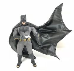 SU-C-MZB: 112 scale Black Wired Cape for Mezco One:12 Batman (No figure)