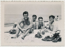 SHIRTLESS SWIMSUIT MEN HANG OUT BAREFOOT at BEACH vtg 50's photo GAY INT