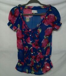 Beautiful Abercrombie amp; Fitch Top size Small with Front Ruffles $18.56