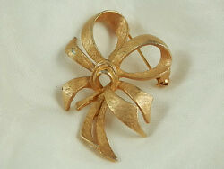 Very Nice Vintage 1960s Gold Tone Bow Brooch  667E $16.49