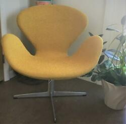 ARNE JACOBSON FOR FRITZ HANSEN 1960'S VINTAGE SWAN CHAIR NEWLY UPHOLSTERED
