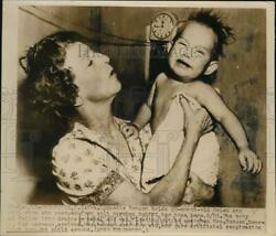 1949 Press Photo Lynette Remsen with 20 month child she rescued from canal