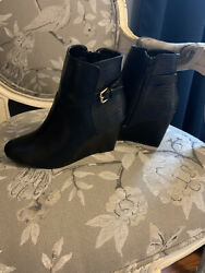 womens boots size 7 $13.60