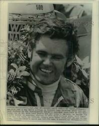 1971 Press Photo Indianapolis 500 race champion Al Unser in Victory Lane $12.99