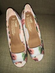 Toms Peep toe Floral Wedges Roses Size 5 $32.95