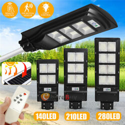 Outdoor Commercial LED Solar Street Light IP67 Dusk Dawn Parking Lot Spotlights
