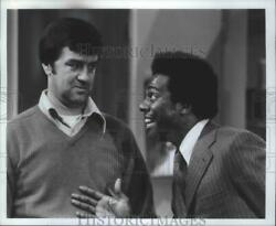 1979 Press Photo Actor Ron Masak Is Taken Aback By Co-Star In Love Thy Neighbor