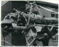 1991 Press Photo Dionne Wilson amp; Glynis Shaw See Helicopter Accident Houston. $13.99
