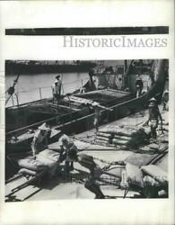 1951 Press Photo Commercial Fertilizer brought into Formosa by Joint Commission $19.99