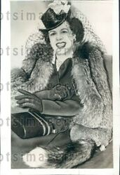 1940 Wire Photo Mrs Enrico Caruso Jr Decked Out In Hat Gloves amp; Fox Fur $25.00