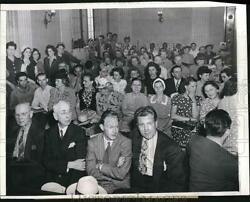 1946 Press Photo Crowd at Chicago trial of a murder suspect