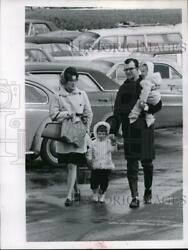 1969 Press Photo An typical family out for a day trip with their children