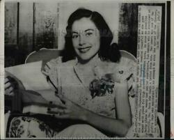 1951 Press Photo Cancer Victim B. Thompson Remains Happy As She Plans Her Life