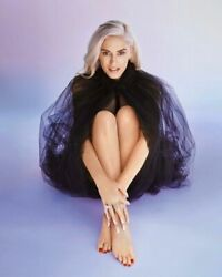 Gwen Stefani On The Floor With Crossed Legs 8x10 Picture Celebrity Print $3.98
