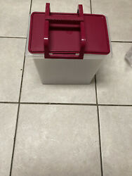 Carry all large with handle TUPPERWARE $40.00