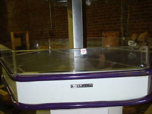 Hussmann Heated Octagon Display Hot Food Merchandiser