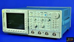 2300 Tektronix Two Channel Digitizing Oscilloscope Tds 520a