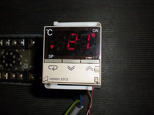 Omron Model E5cs qkj Temperature Controller No Socket Tests Ok