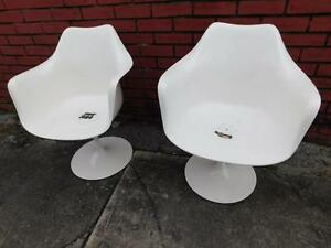 1960s Pair Of Eero Saarinen Tulip Chairs With Arms And Swivel Refinished